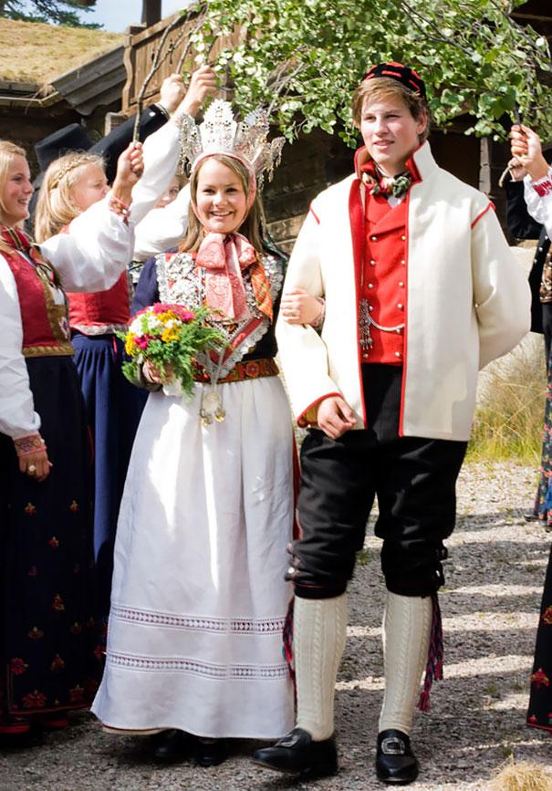 Best Wedding Dresses From Around The World 14