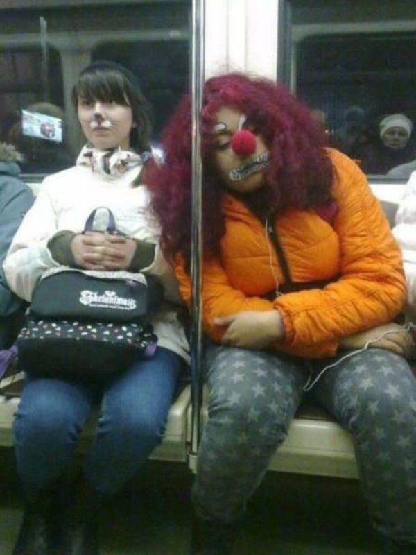Hilarious Things People Saw While Riding The Subway_010