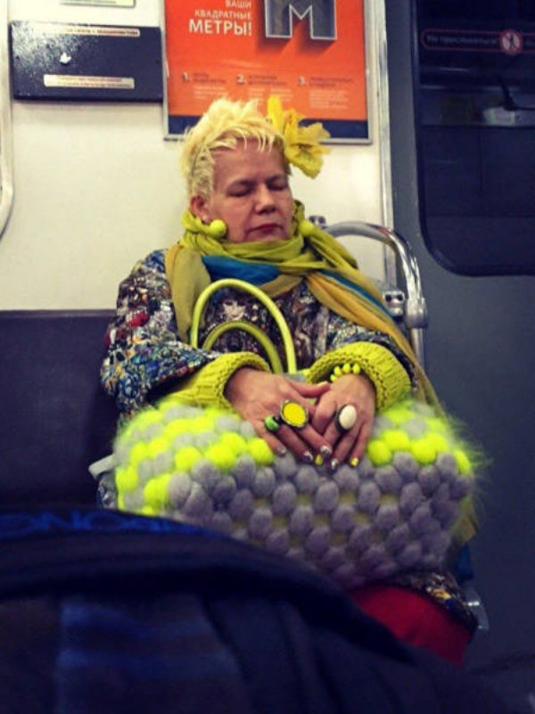 Hilarious Things People Saw While Riding The Subway_029