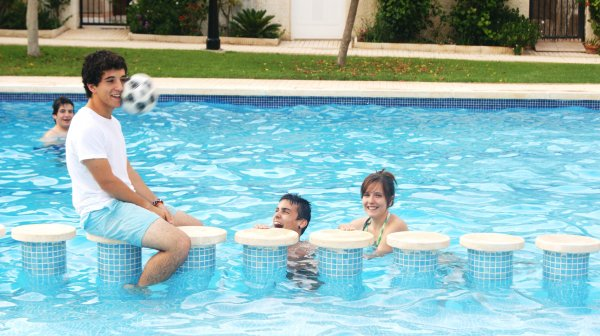 Funny Pool Side Pictures (2)