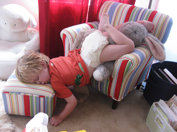 Kids Who Mastered The Art Of Sleeping ANYWHERE (7)