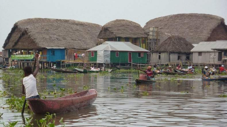 Photos Of An Entire Village Built On A Lake (11)
