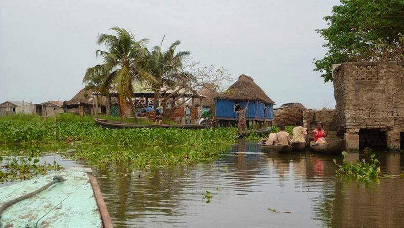 Photos Of An Entire Village Built On A Lake (5)