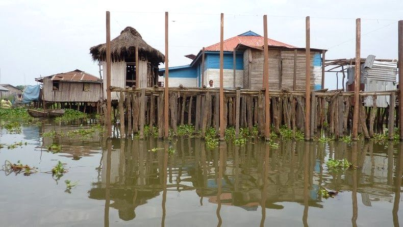 Photos Of An Entire Village Built On A Lake (7)