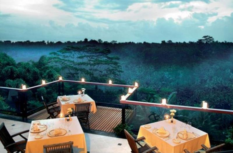 25 Restaurants You Should Visit Just For The View They Offer (14)
