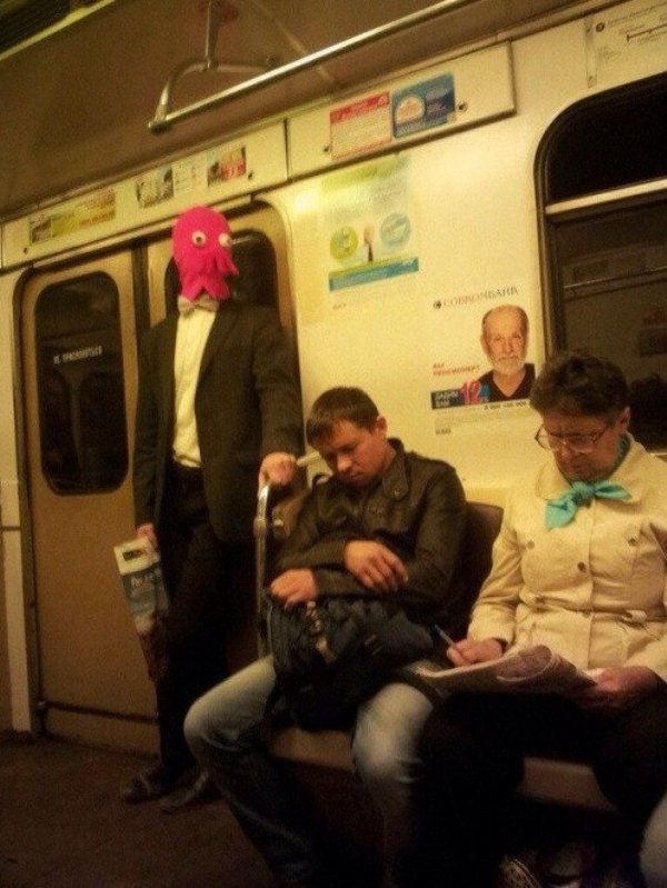 Hilarious Things People Saw While Riding The Subway_007