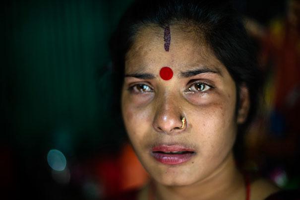 11 Impactful Pictures Of The Kandapara Brothel In Bangladesh (5)