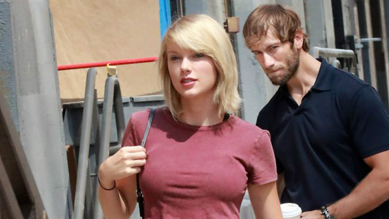 A Guy Was Caught Staring At Taylor Swift, What The Internet Did Next Is Beyond Hilarious (10)