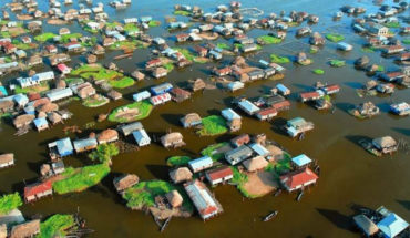 11 Photos Of An Entire Village Built On A Lake