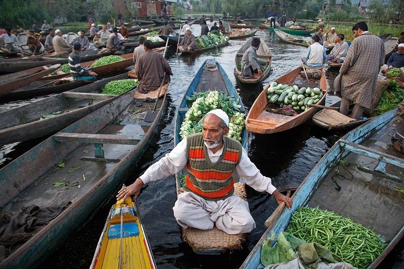 Images Of Markets On Boats In Southeast Asia (11)