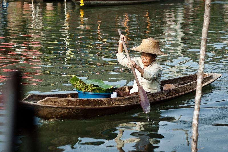 Images Of Markets On Boats In Southeast Asia (4)