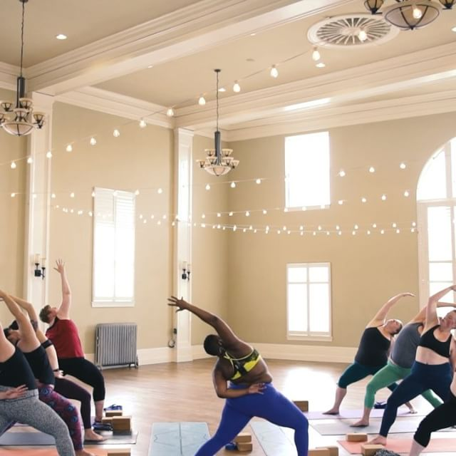 Jessamyn Stanley Proves That You Don't Need A 'Particular' Kind Of Body To Master Yoga (17)
