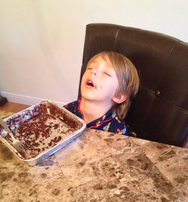Kids Who Mastered The Art Of Sleeping ANYWHERE (1)
