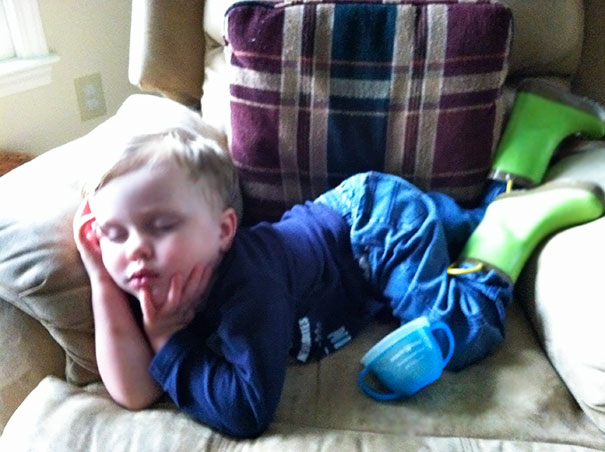 Kids Who Mastered The Art Of Sleeping ANYWHERE (6)