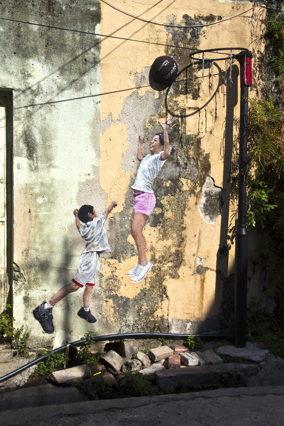 Of The Craziest Street Wall Artwork From Around The World_015