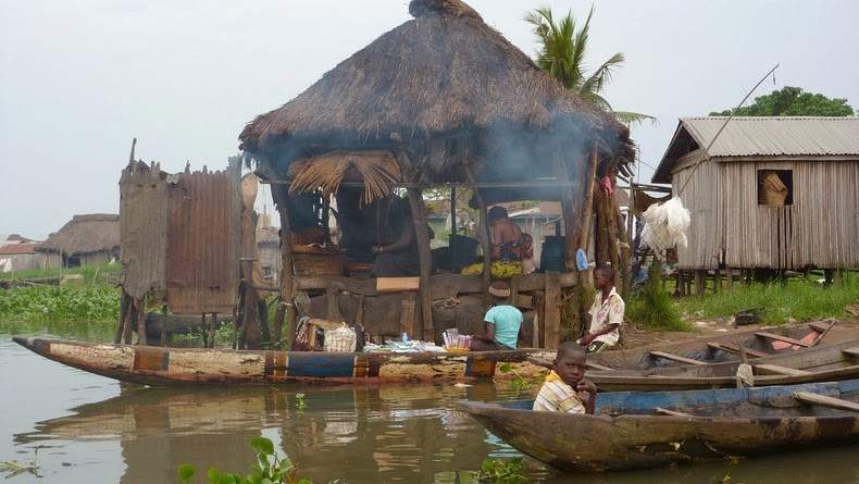 Photos Of An Entire Village Built On A Lake (10)