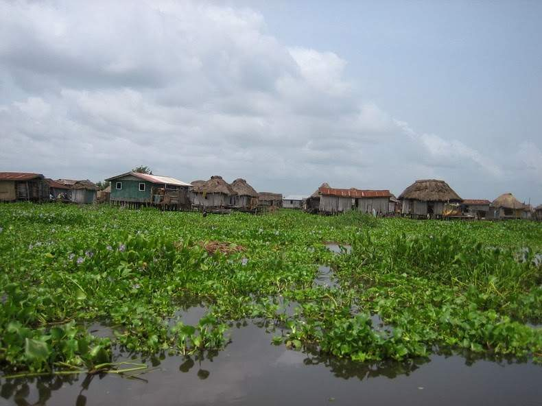 Photos Of An Entire Village Built On A Lake (2)