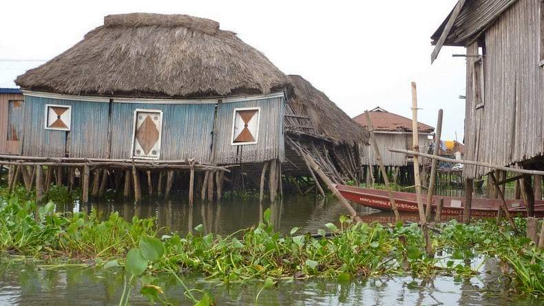 Photos Of An Entire Village Built On A Lake (6)