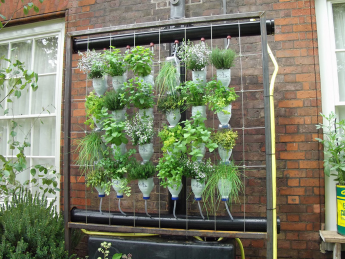 Unimaginable Ways You Can Reuse Plastic Bottles (11)
