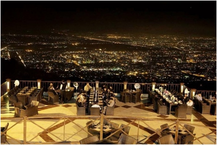 25 Restaurants You Should Visit Just For The View They Offer (17)