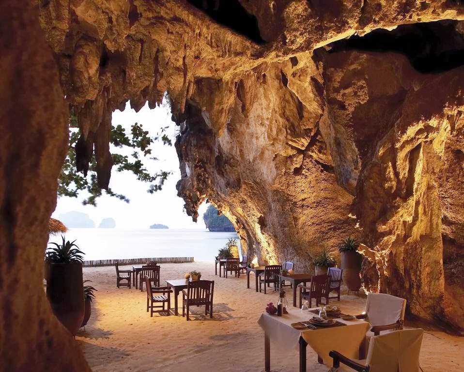 25 Restaurants You Should Visit Just For The View They Offer (23)