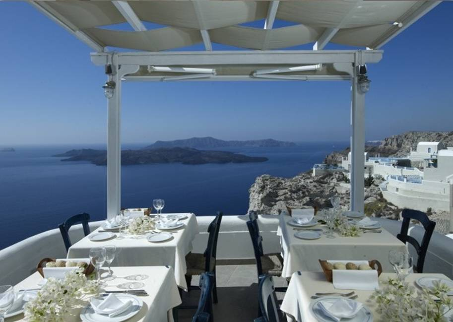 25 Restaurants You Should Visit Just For The View They Offer (7)