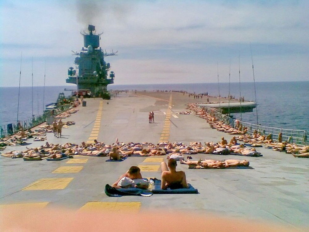 these-russian-soldiers-relaxing-on-the-deck-will-fill-your-heart-with-warmth-14